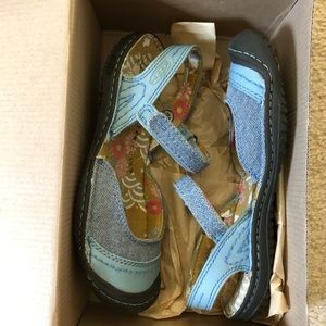 NEW ⭐️ Keen summer golden sandals denim style